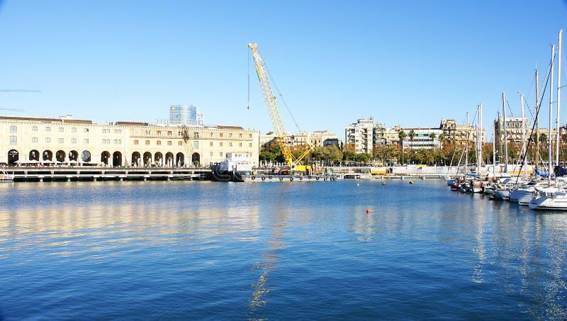 Guindaste grande em um cais de Barceloneta fotografia de stock royalty free