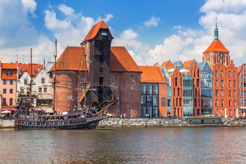 Guindaste medieval do porto sobre o rio de Motlawa em Gdansk fotografia de stock royalty free