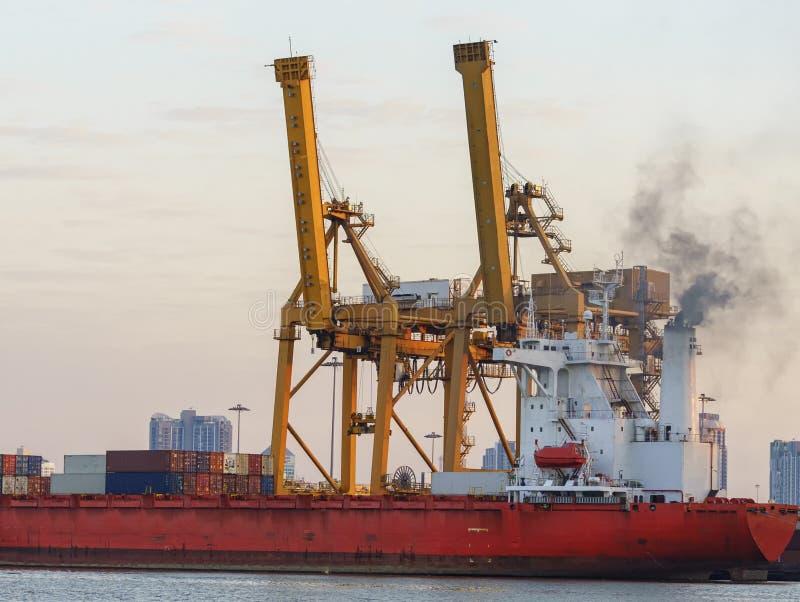 Guindaste no porto marítimo, Banguecoque do elevador imagens de stock royalty free