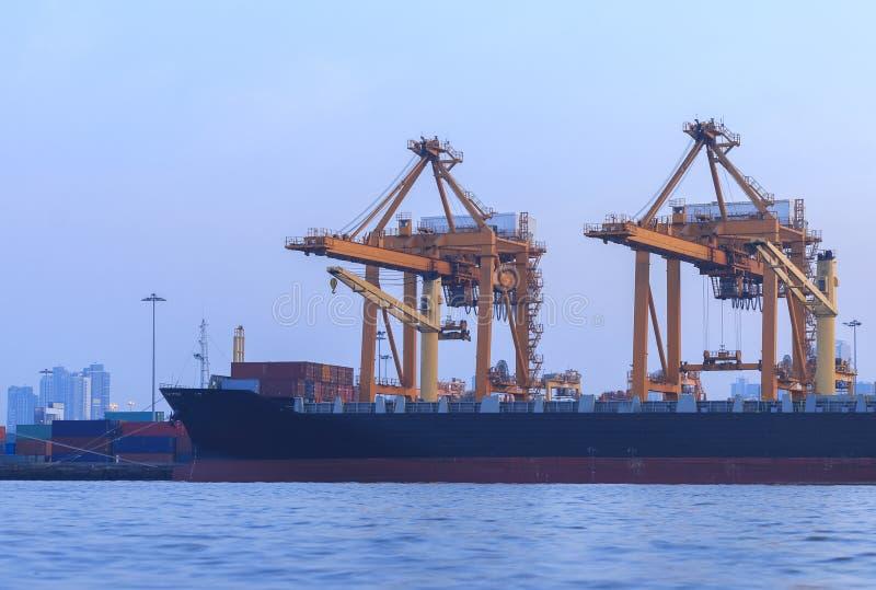 Guindaste no porto marítimo, Banguecoque do elevador, Tailândia fotos de stock