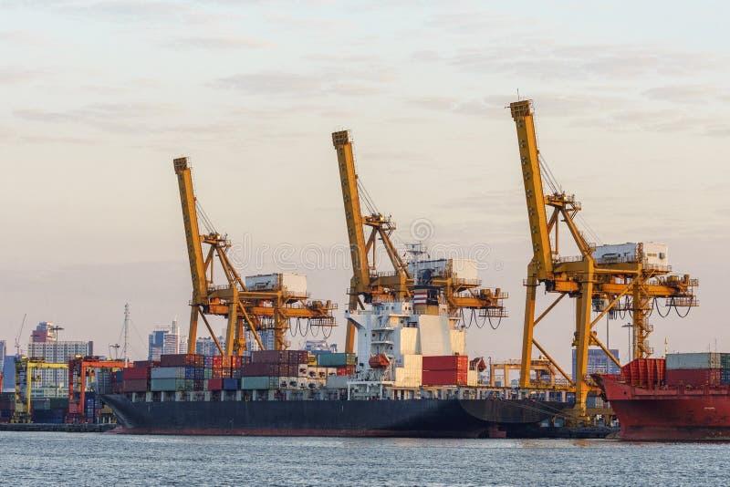Guindaste no porto marítimo, Banguecoque do elevador, Tailândia imagem de stock royalty free