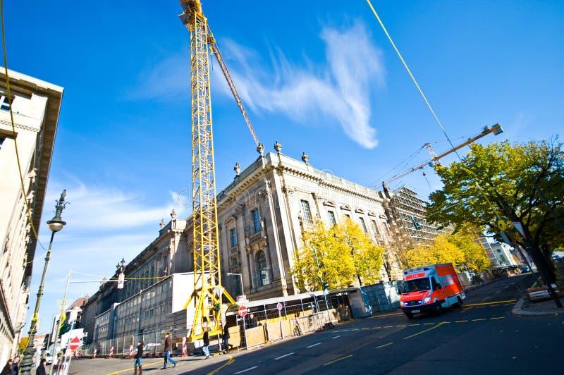 Guindastes de construção em Berlin Germany fotos de stock royalty free