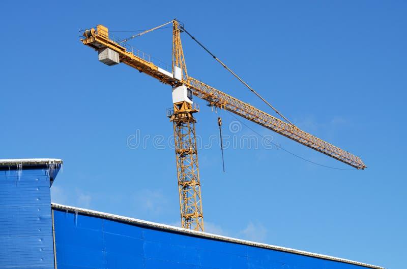 Guindastes de torre na construção imagens de stock royalty free
