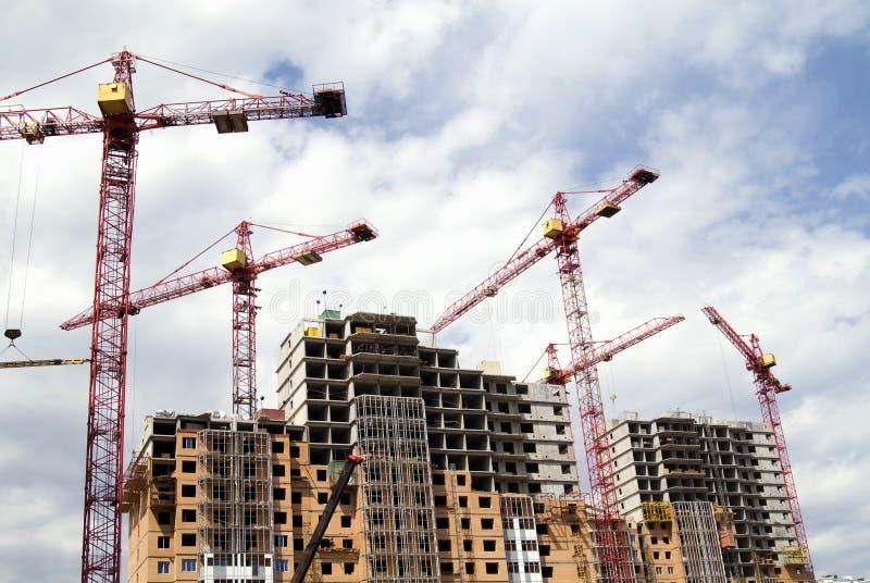 Guindastes do edifício e edifício sob a construção imagem de stock royalty free