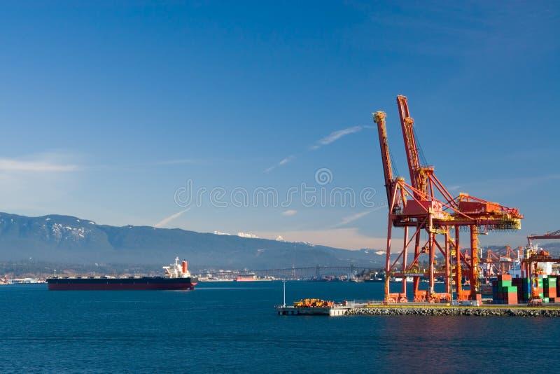 Guindastes do porto imagens de stock