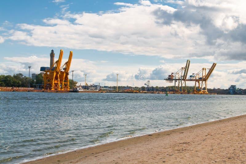 Download Guindastes no porto foto de stock. Imagem de frete, carga - 16861286