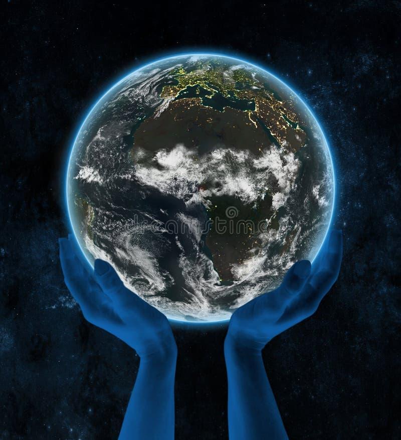Guinea Ecuatorial en la tierra del planeta de la noche en manos ilustración del vector