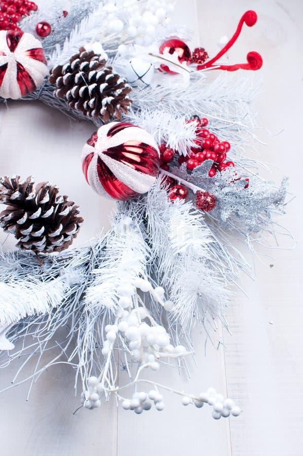 Guirlande blanche et argentée de Noël photo libre de droits