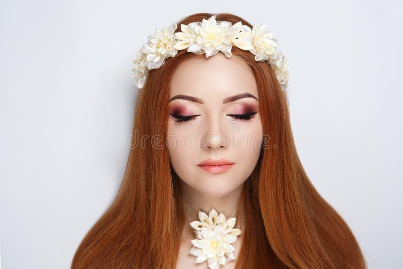 Guirlande de fleur de femme image libre de droits