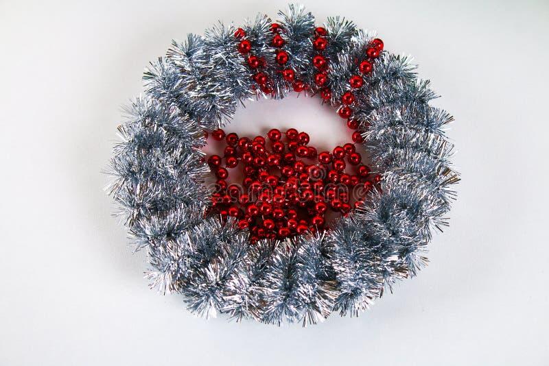 Guirlande de Noël de Diy Guide sur la photo comment faire une guirlande de Noël avec vos propres mains à partir d'un plat de cart photographie stock