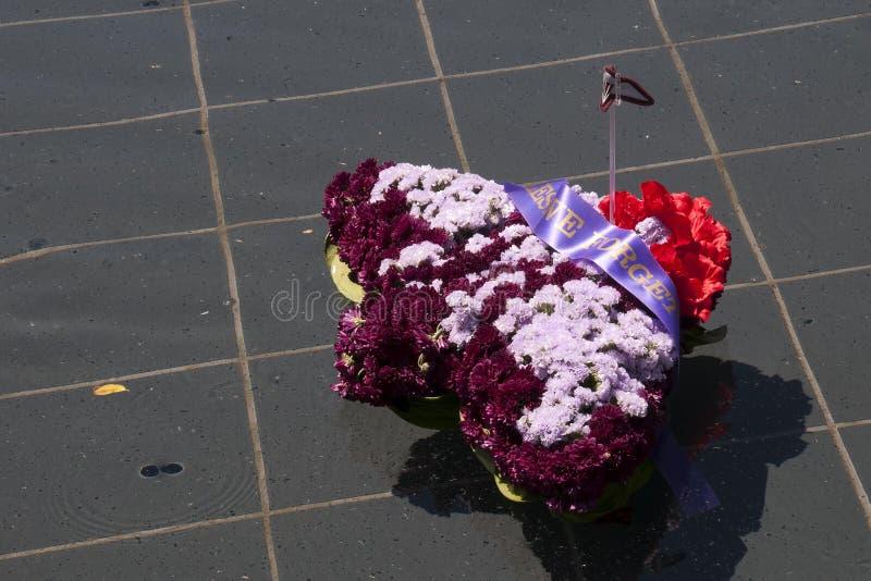 Guirlande formée comme un avion flottant dans la piscine du souvenir chez ANZAC Memorial, H photos stock