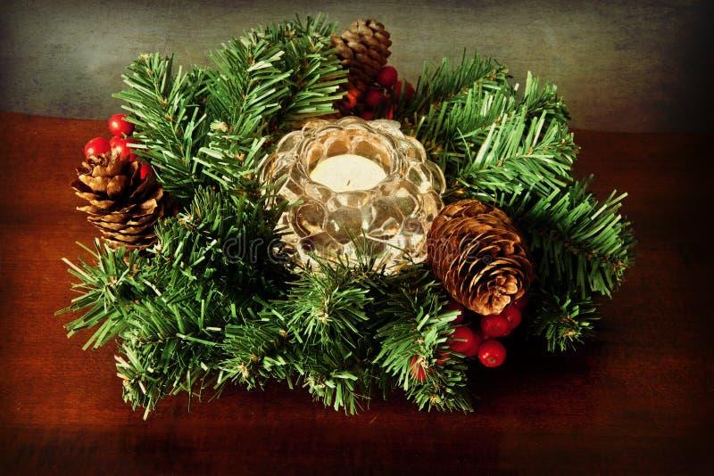 Guirlande grunge de Noël avec la bougie photographie stock libre de droits