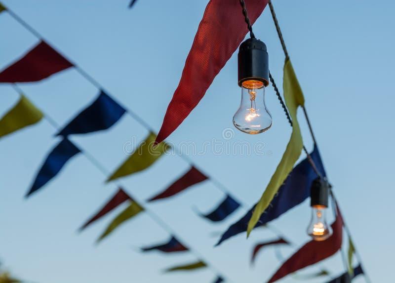 Guirlande mignonne des drapeaux colorés image stock