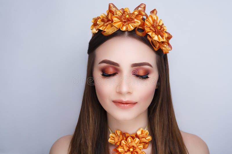 Guirlande orange de femme photographie stock