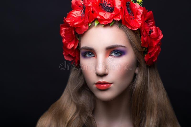 Guirlande rouge de fleurs photos stock