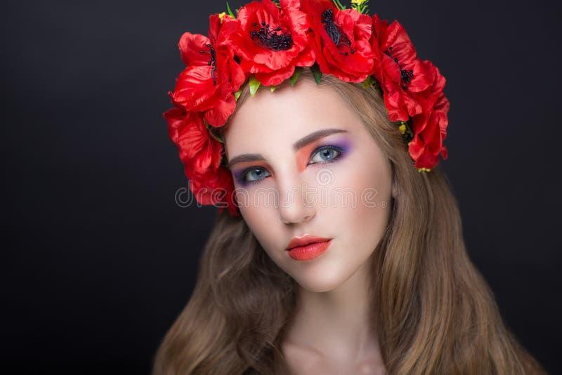 Guirlande rouge de fleurs images libres de droits