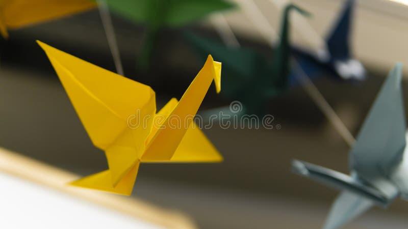 Guirnalda de la cigüeña del pájaro de la papiroflexia fotografía de archivo