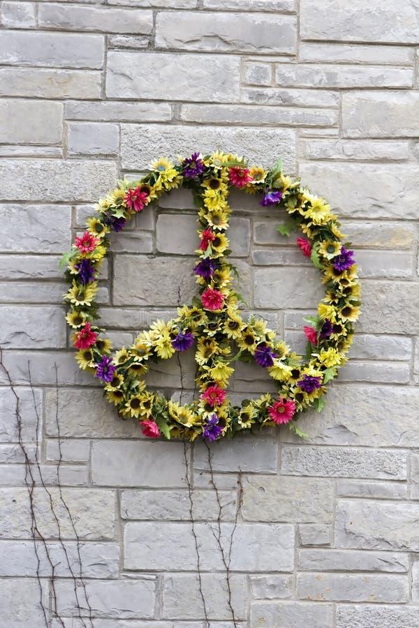 Guirnalda de la flor de la paz fotos de archivo