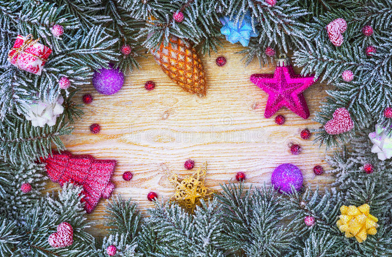 Guirnalda del árbol de navidad en un marco fotografía de archivo libre de regalías