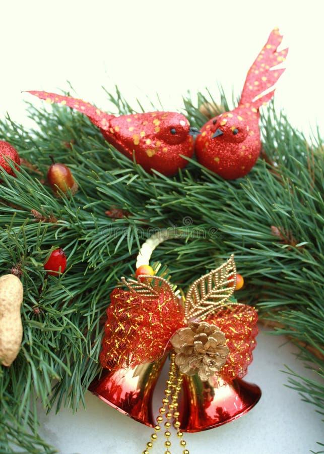 Guirnalda del advenimiento con la decoración de la Navidad fotos de archivo