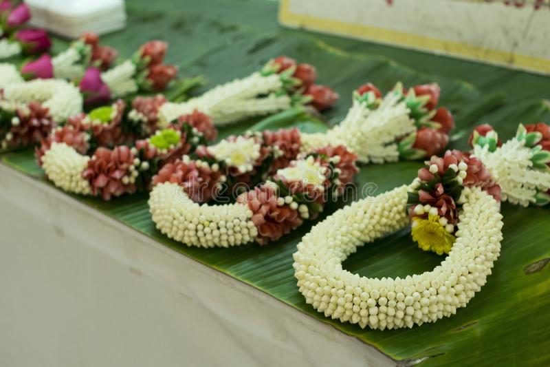 Guirnalda del jazmín hecha a mano Tradición tailandesa de la artesanía foto de archivo libre de regalías