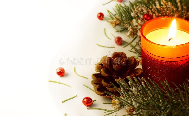 Guirnalda y vela del árbol de navidad imagen de archivo