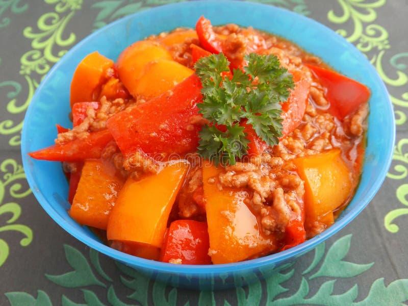 Download Guisado De La Carne Y De La Paprika Foto de archivo - Imagen de plato, frescura: 41908394