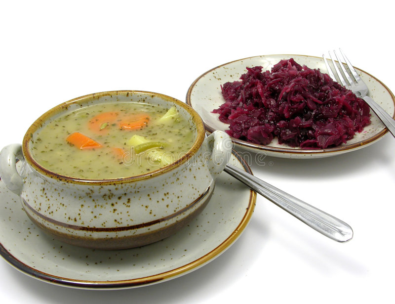 Guisado de Potatoe e repolho vermelho cozinhado imagens de stock royalty free