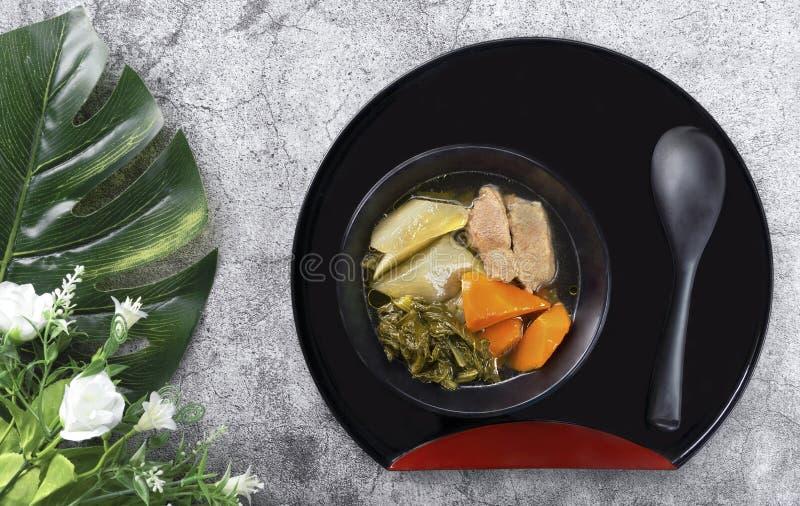 Guisado vegetal chinês com a carne de porco, enchida com muitos tipos do vege foto de stock royalty free