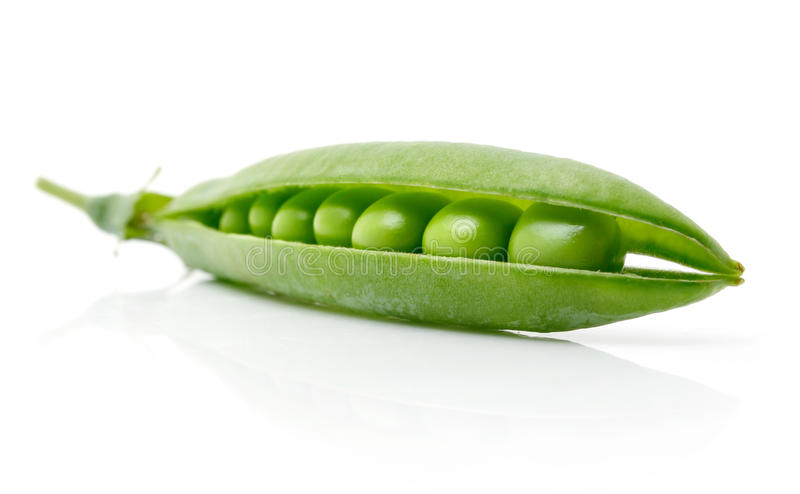 Guisante verde fresco en la vaina aislada fotografía de archivo libre de regalías