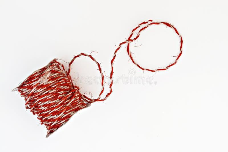 Guita roja de Kraft en un rollo aislado imágenes de archivo libres de regalías