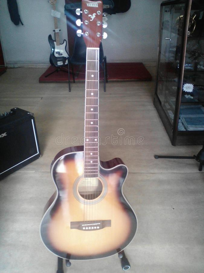 Guitar. Accoustic, électrique, nouveau royalty free stock images