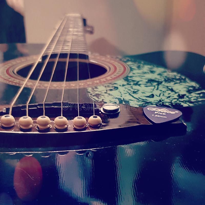 GUITAR ACOUSTIC CHITAR MUSIC INSTRUYER MUSICIAN MUSIC LOVER fotografia stock libera da diritti