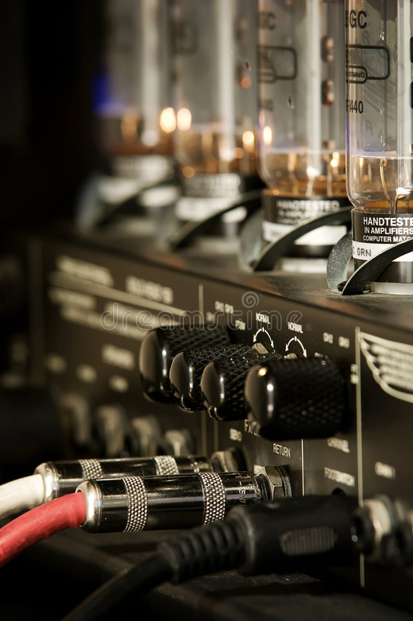Free Guitar Amplifier, Cords, Knobs And Connections Royalty Free Stock Photography - 9278767