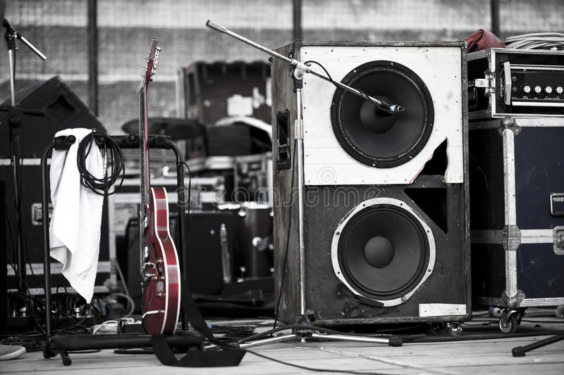 Download Guitar And Woofer Royalty Free Stock Images - Image: 15684119