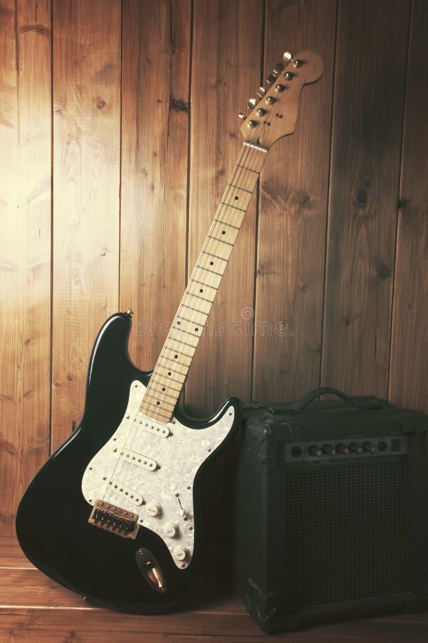 Guitare électrique avec l'amplificateur photo libre de droits
