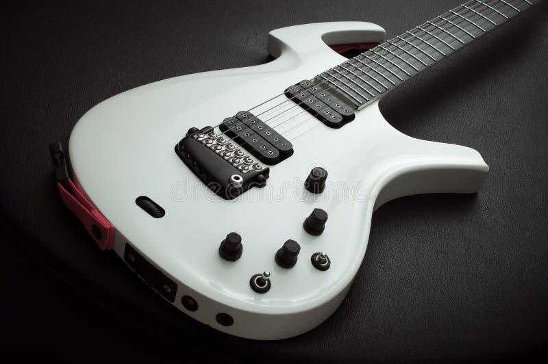 Guitare électrique blanche image libre de droits
