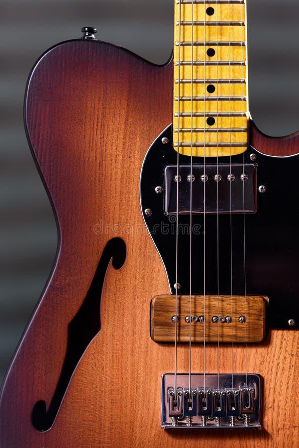 Guitare électrique d'amortisseur brun fait sur commande image libre de droits
