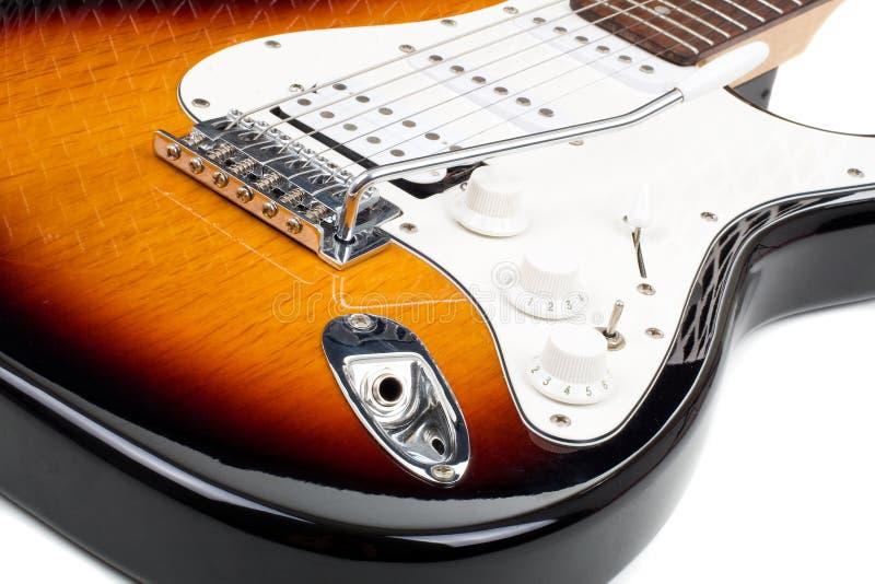 Guitare électrique d'isolement sur le fond blanc photo stock
