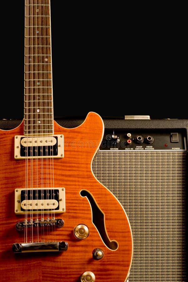 Guitare électrique et amplificateur photos stock