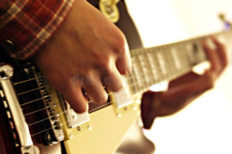 Download Guitare photo stock. Image du strings, main, pièce, instrument - 90446