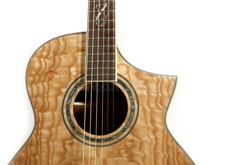 Guitare acoustique d'isolement photos stock