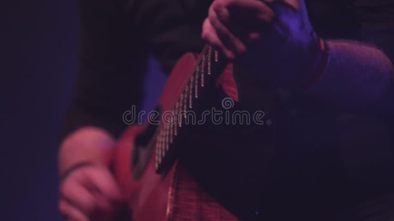 Guitare acoustique espagnole classique de style soloe - flamenco, Live Music, sur l'étape clips vidéos