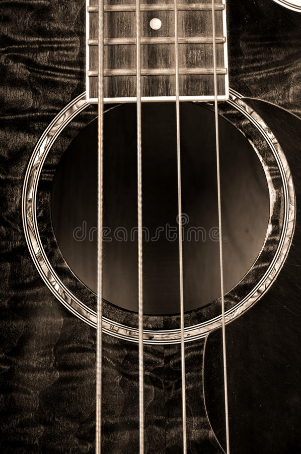 Guitare basse acoustique photographie stock libre de droits