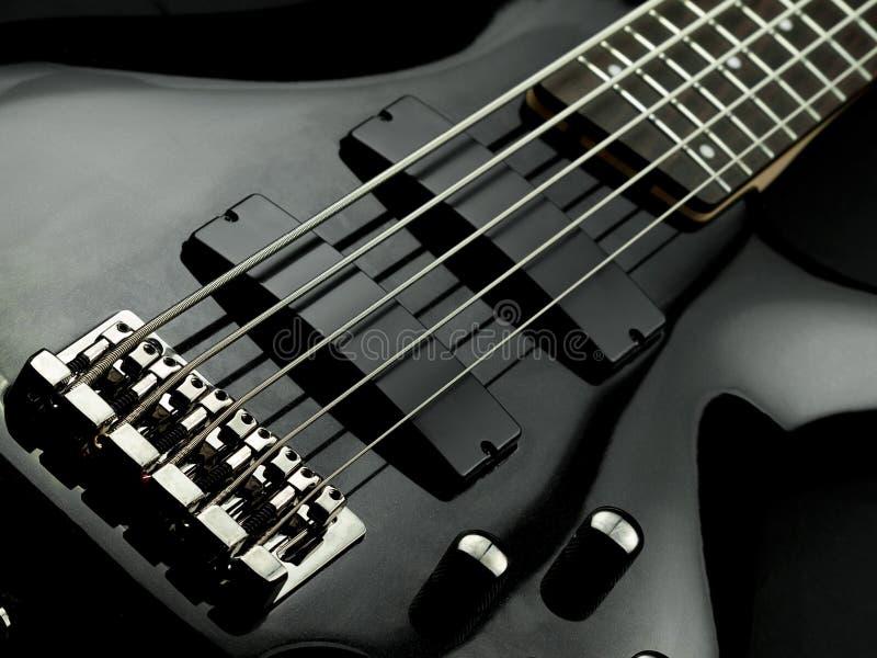 Guitare basse de la chaîne de caractères cinq images libres de droits