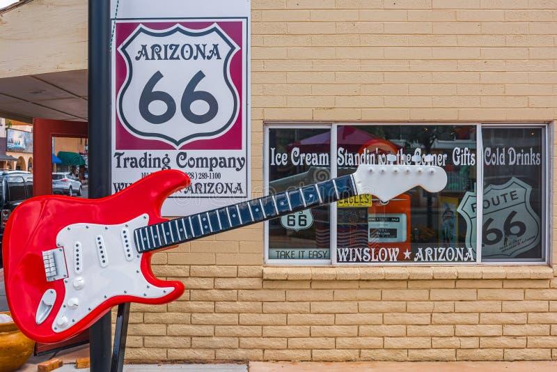 Guitare de l'itinéraire 66 de l'Arizona de fenêtre photographie stock libre de droits