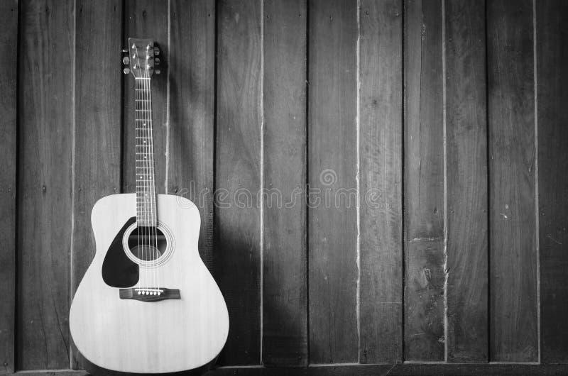 Guitare en bois photo stock