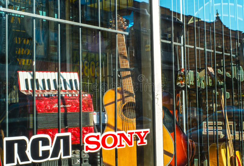 Guitare et accordéon images stock