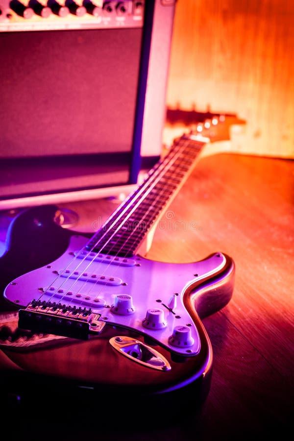 Guitare et guitare d'amplificateur photos libres de droits