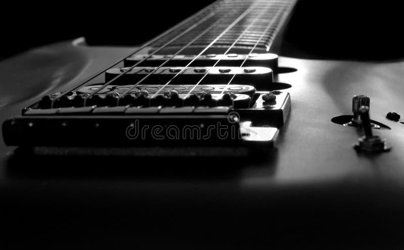 Guitare noire et blanche photos stock
